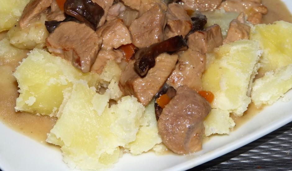 Sautēta gaļa ar burkāniem un baravikām - ragū
