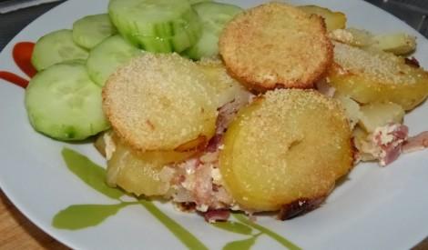 Kartupeļu un dūmotas cūkgaļas sacepums
