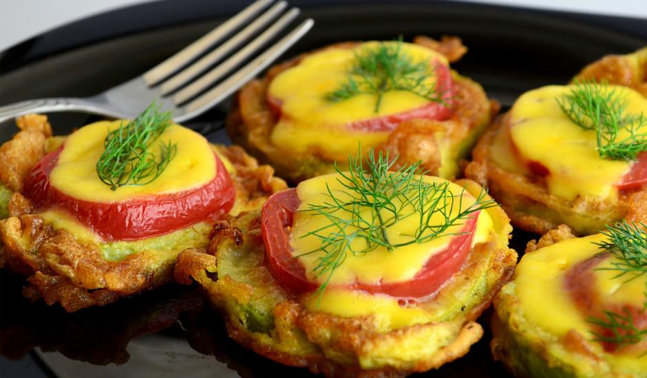 Cepti kabači ar tomātiem un sieru