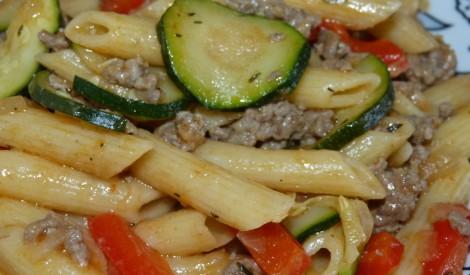 Makaroni ar dārzeņiem un malto gaļu