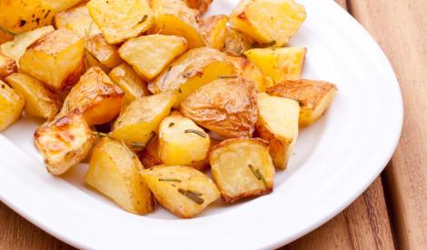 Krāsnī cepti kraukšķīgie kartupeļi