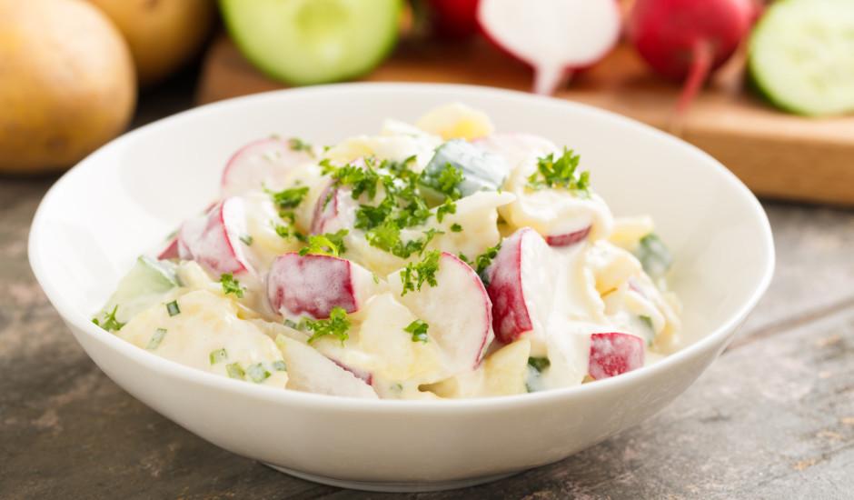 Gurķu, redīsu un kartupeļu salāti