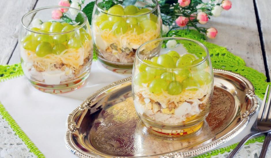 Vistas salāti ar sieru un vīnogām