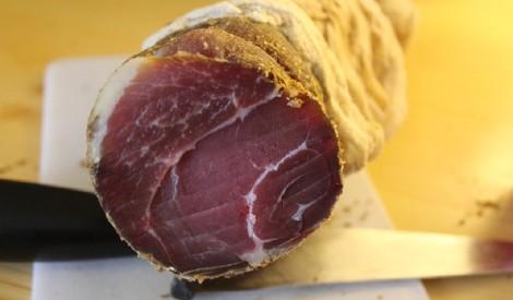Svaigi vītināta gaļa garšvielu maisījumā jeb basturma