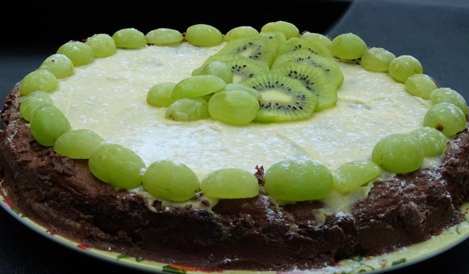 Šokolādes kūka ar riekstiem