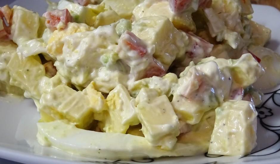 Salāti ar kūpinātu sieru