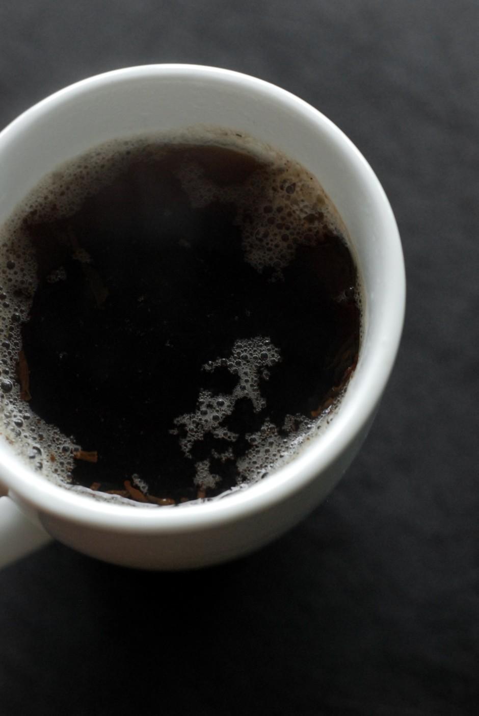 Pa to laiku, kamēr nēģi vārās 3 tēj.k. uzlejam tēju.  Ja gri...