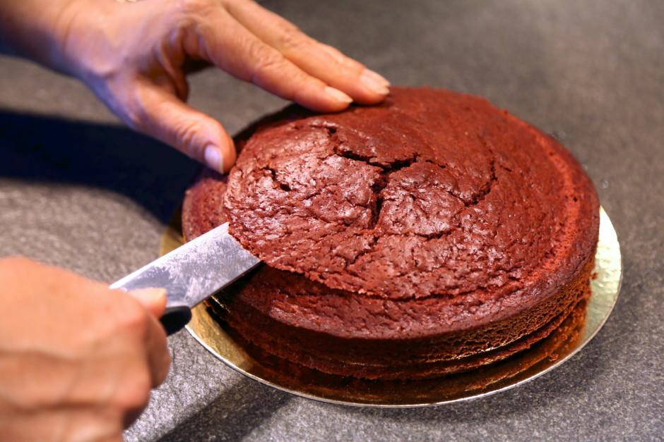 Kūkas biskvītu sajauc un izcep kā norādīts uz iepakojuma.