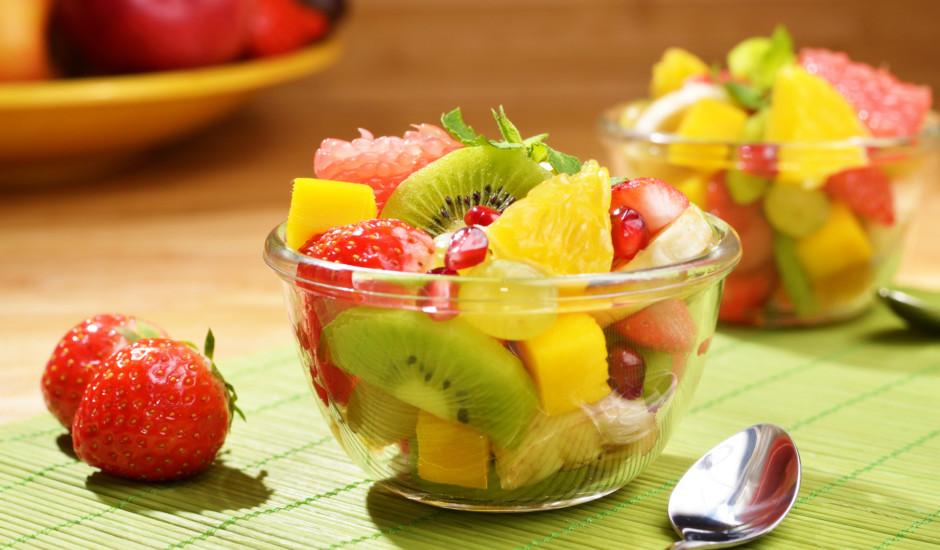 10 ieteikumi un receptes īpaši gardiem augļu salātiem