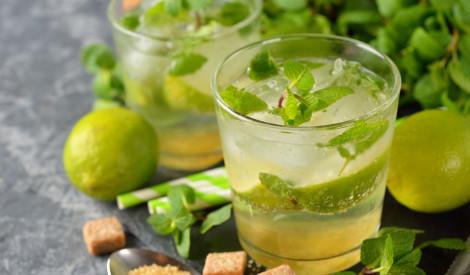 Atvēsinoši un atspirdzinoši dzērieni siltajām dienām - 5 receptes