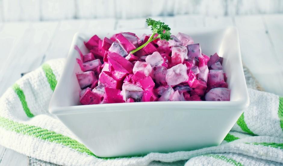 Biešu salāti ar gurķiem un mārrutkiem