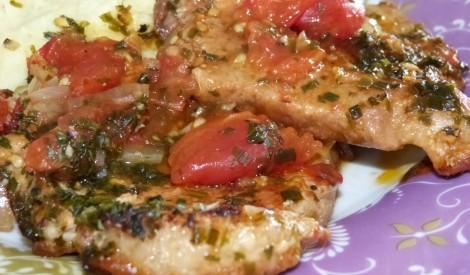 Šnicele ar tomātiem un sīpoliem