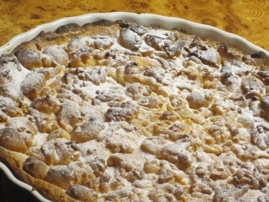 Kūku iepriekš uzkarsētā cepeškrāsnī cepam 175 grādos apmēram...