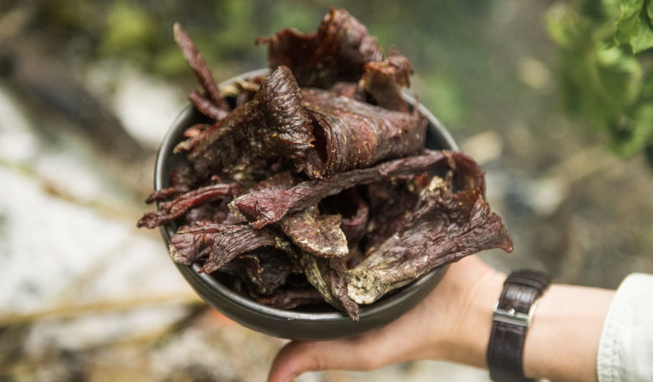 Dūmos kaltēta liellopa gaļa jeb Beef Jerk