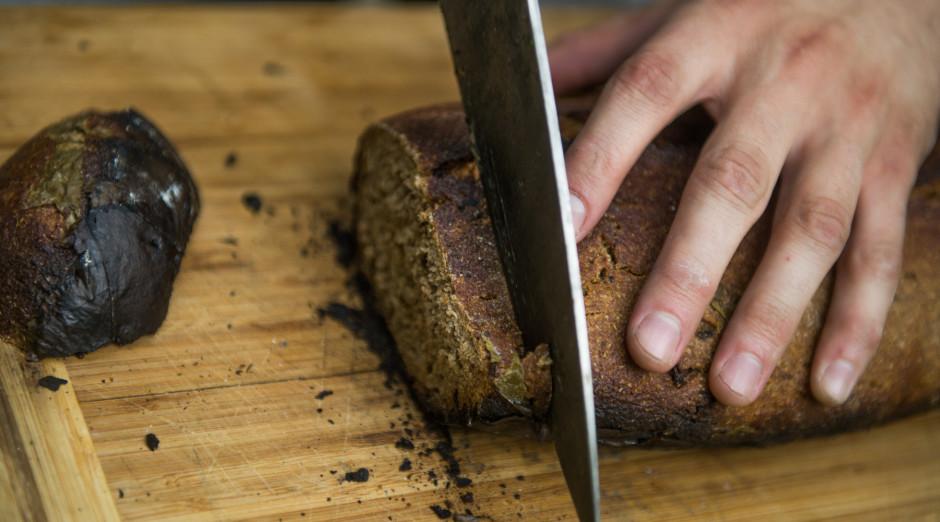 Kad maizīte atdzisusi - tā ir gatava griešanai un ēšanai!...
