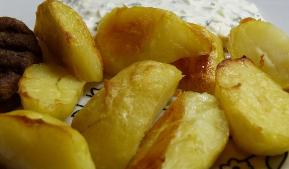 Krāsnī cepti kartupeļi ar biezpienu