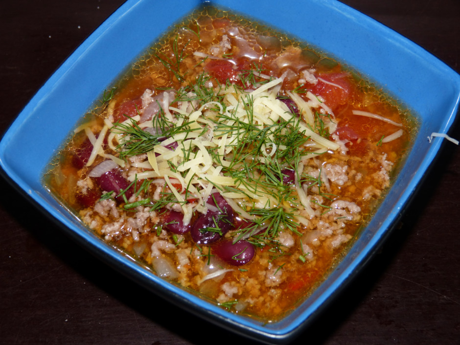 Zupu servē pārkaisot ar sieru un zaļumiem.  Labu apetīti!