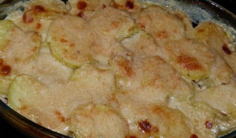 Kartupeļu sacepums ar sēnem.