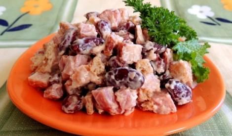 Pupiņu - kūpinātas gaļas salāti