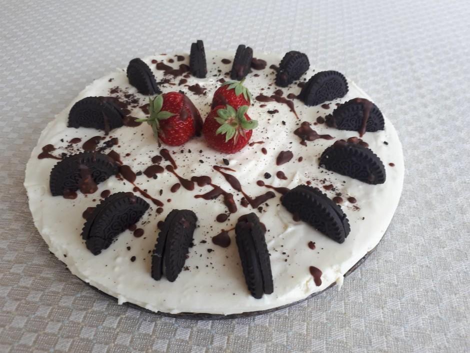 Kūku dekorē pēc sirds patikas - šajā reizē izmantoti veseli...