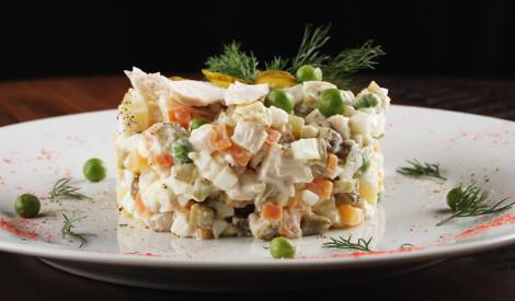 Olivjē salāti ar vistas gaļu