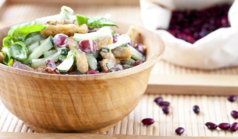 Krāsainie pupiņu salāti ar grauzdiņiem