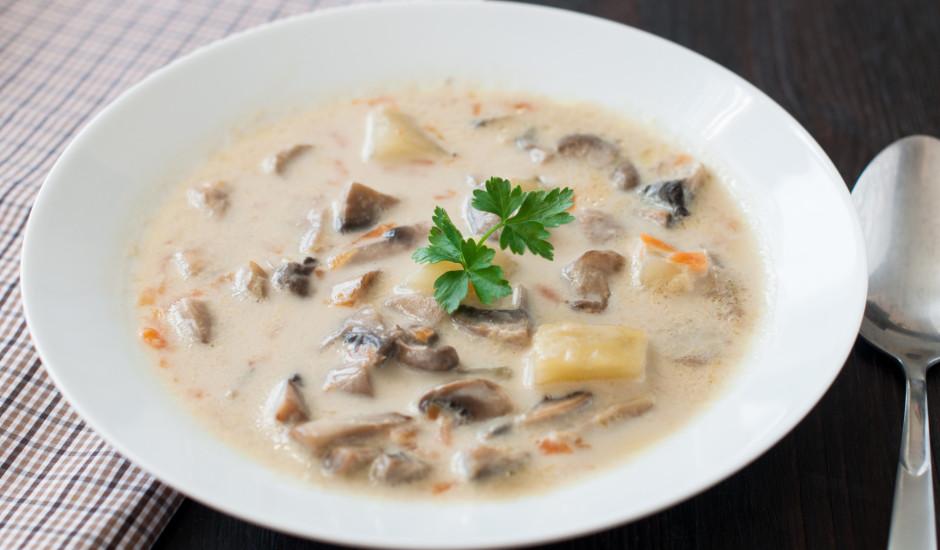 Šampinjonu un dārzeņu zupa ar sieru