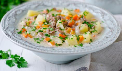 Krēmīgā dārzeņu zupa ar malto gaļu
