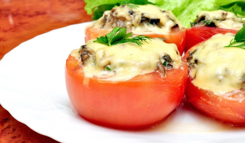 Pildīti tomāti ar olīvām un šampinjoniem