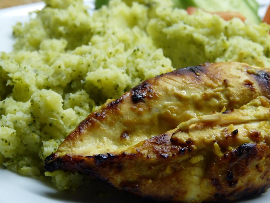 Tikmer izvāra kartupeļus, brokoļus un sakuļ no tiem biezeni....