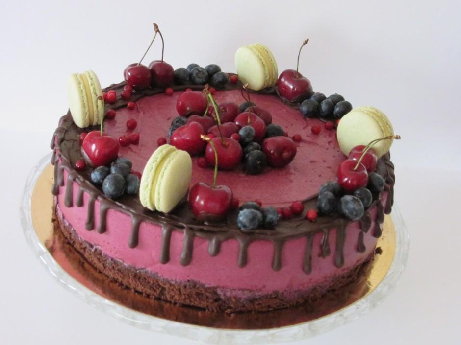 Kad gatavoju šo kūku, bija lietains un apmācies laiks. Lai i...