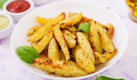 Cepeškrāsnī cepti kartupeļi ar baziliku