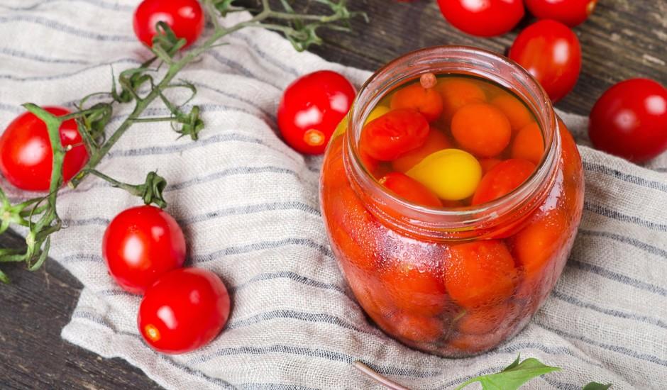 Vienkāršie konservētie tomāti