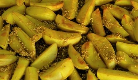 Kraukšķīgi kartupeļi ar sezama sēklām