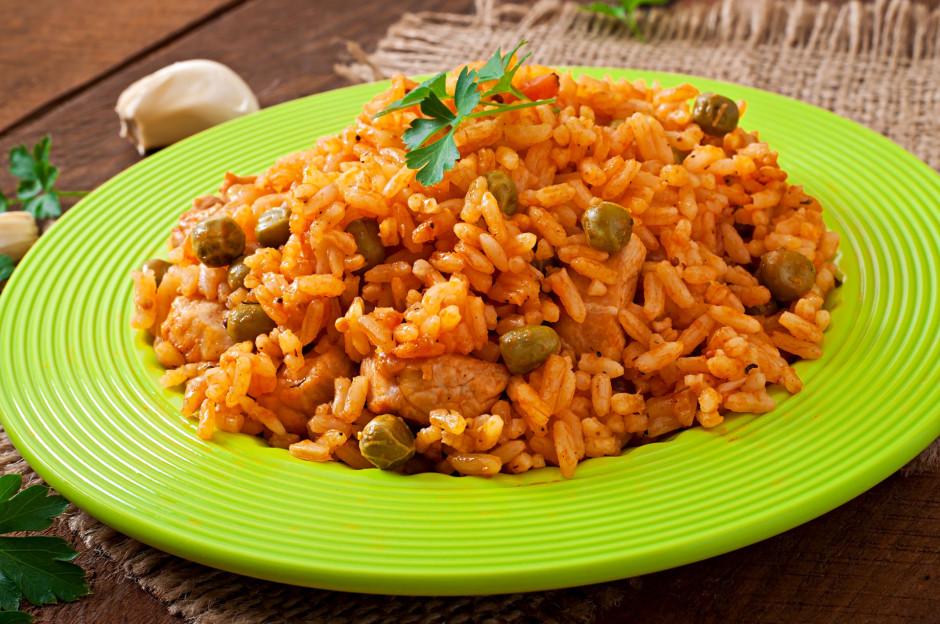 Beigās samaisa rīsus ar pagatavo mērci un pasniedz.  Labu...