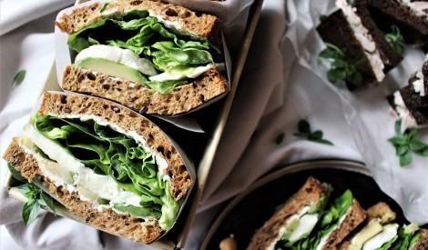 Veģetārie sendviči ar avokado un mocarellu
