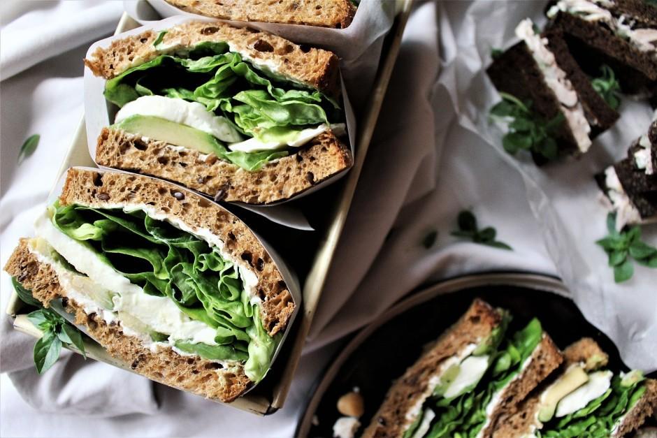 Lai sviestmaizes būtu vieglāk transportējamas, tās var daļēj...