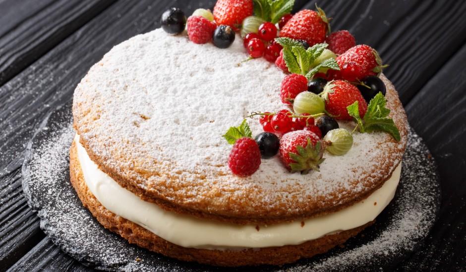 Biskvīta kūka ar biezpiena krēmu