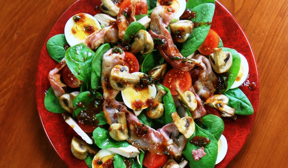 Šefa salāti ar pikanto mērci