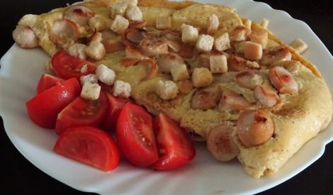 Fiksā omlete ar cīsiņiem