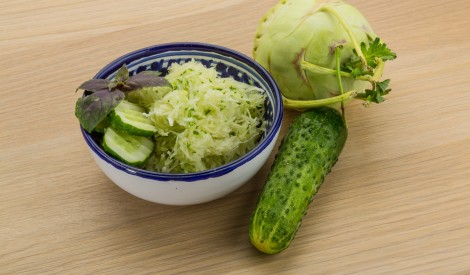 Kolrābja salāti ar gurķi