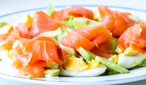 Laša salāti ar olu un avokado