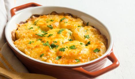 Kartupeļu un siera sacepums krējuma mērcē