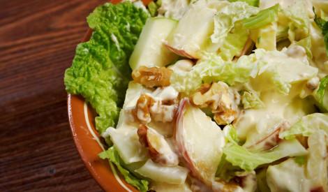 Valdorfa salāti ar vistas gaļu
