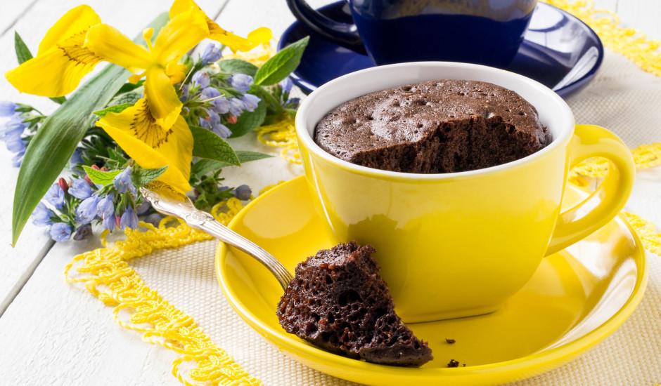 Šokolādes kūka krūzē