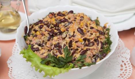 Šķiņķa un pupiņu salāti