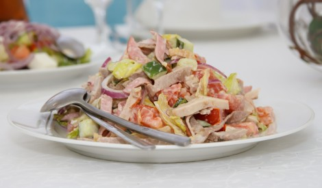 Dārzeņu salāti ar kūpinātu šķiņķi