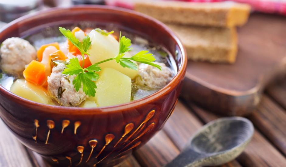 Aromātiskās un daudzveidīgās frikadeļu zupas: 12 receptes