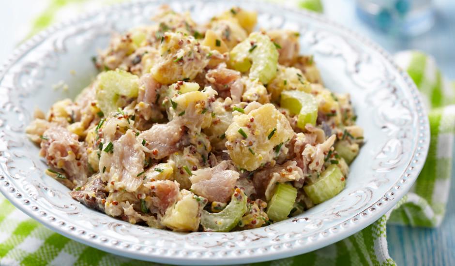 Kūpinātas makreles salāti