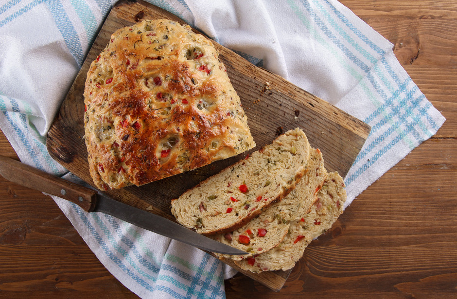 Tad maizi apziež ar pienu, iespiež bedrītes un cep iepriekš...